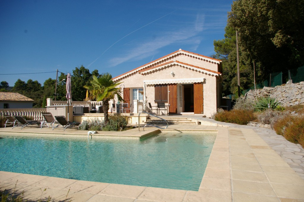 Vente draguignan maison type 5 avec piscine for Piscine draguignan