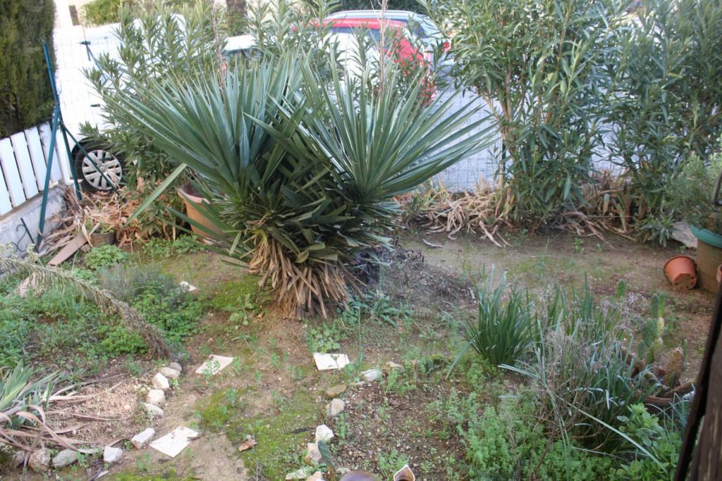 Location a louer type deux rez de jardin 83460 for Jardin louer 78